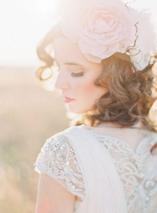 Свадебная прическа с цветком фото 12