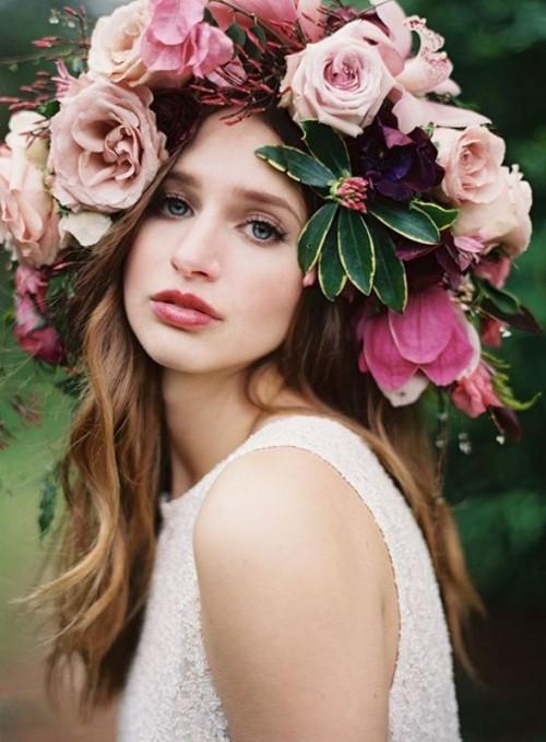 Свадебная прическа с цветком фото 10