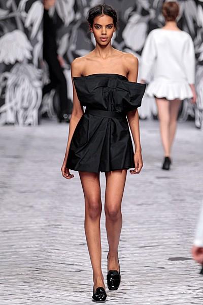 черный цвет в одежде коллекция Victor&Rolf фото 2