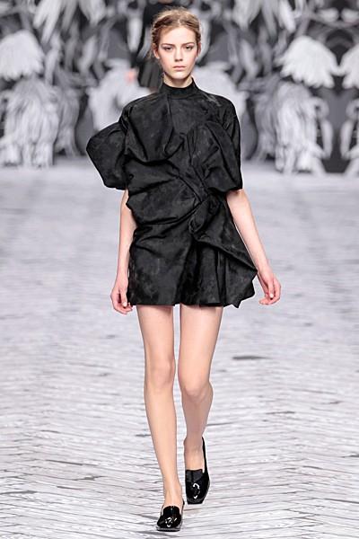 черный цвет в одежде коллекция Victor&Rolf фото 5