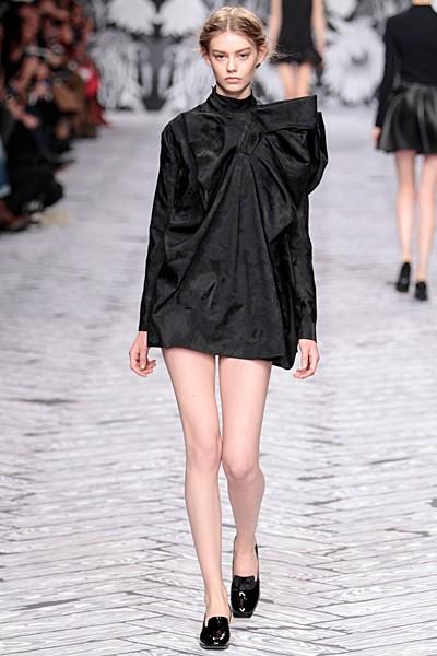 черный цвет в одежде коллекция Victor&Rolf фото 6