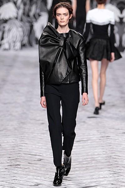 черный цвет в одежде коллекция Victor&Rolf фото 8