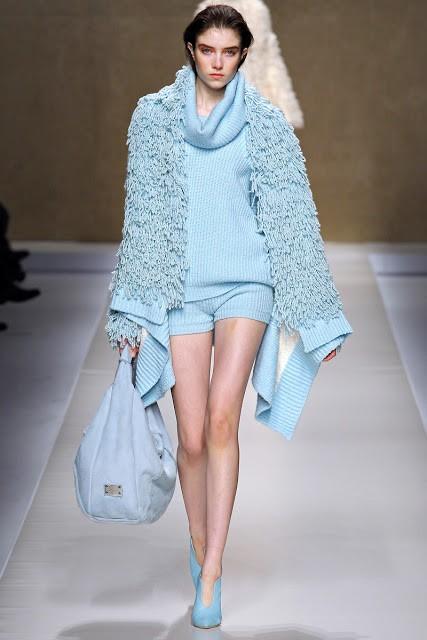 голубое вязанное пальто Blumarine