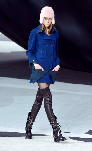 синее пальто Chanel
