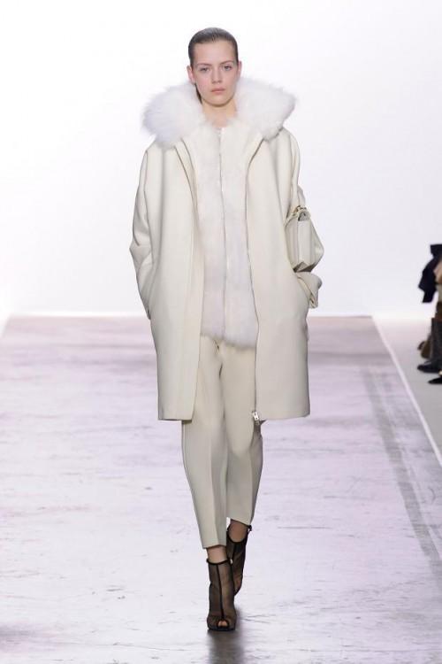 белое пальто с мехом Giambattista Valli