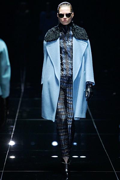 голубое пальто с каракулем Gucci