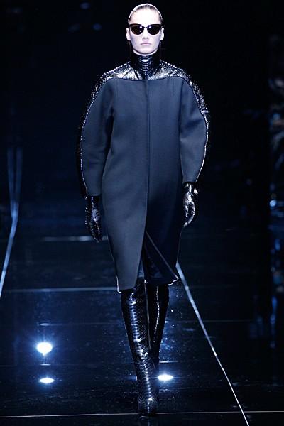 черное пальто с кожаными вставками Gucci