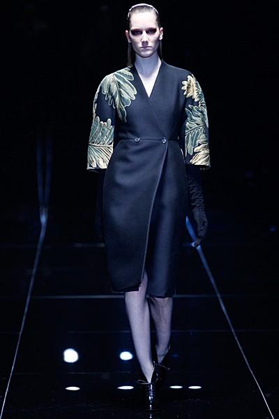 черное пальто Gucci