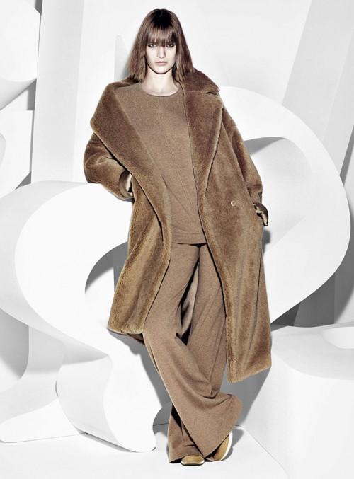 бежевое пальто из искусственного меха Max Mara