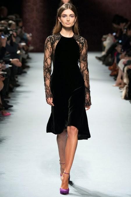 черное бархатное платье с ажурным рукавом