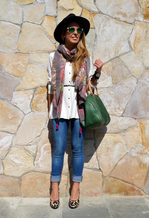 модная женская шляпа с широкими полями