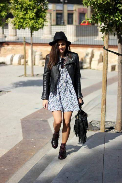 черная шляпа с черной кожаной курткой