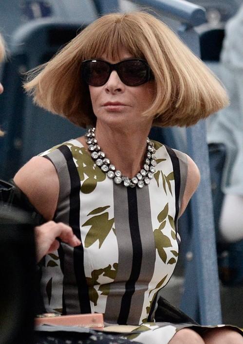 """главный редактор """"Vogue"""" в платье сдержанных тонов"""
