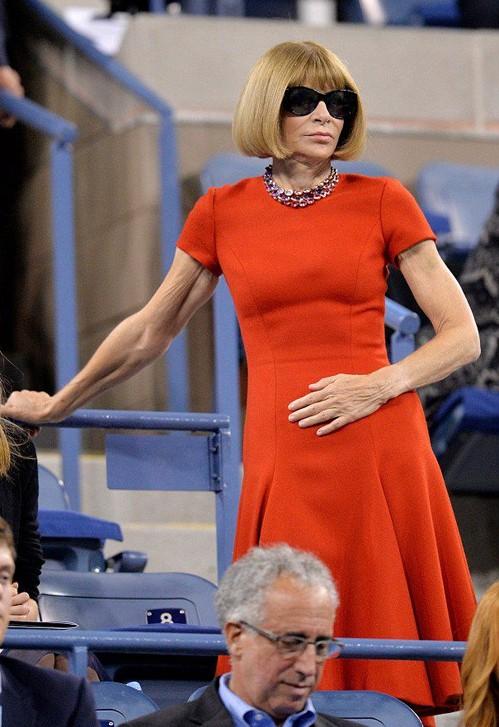 Анна Винтур в оранжевом платье