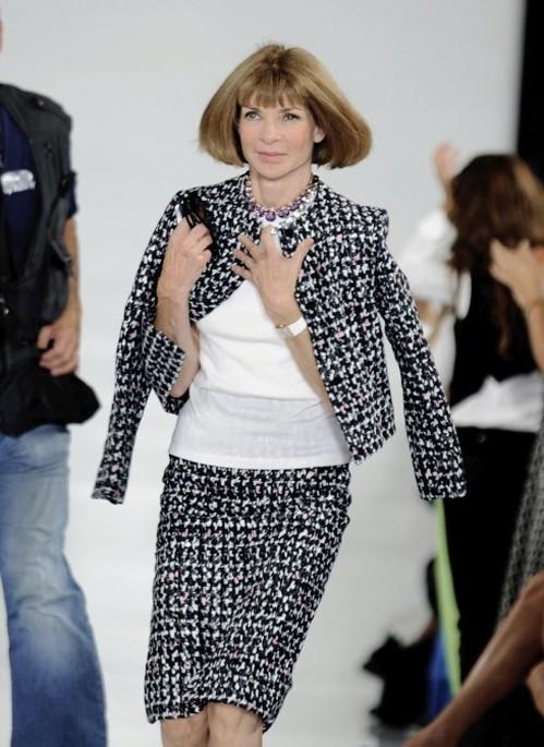 Анна Винтур в черно-белом костюме