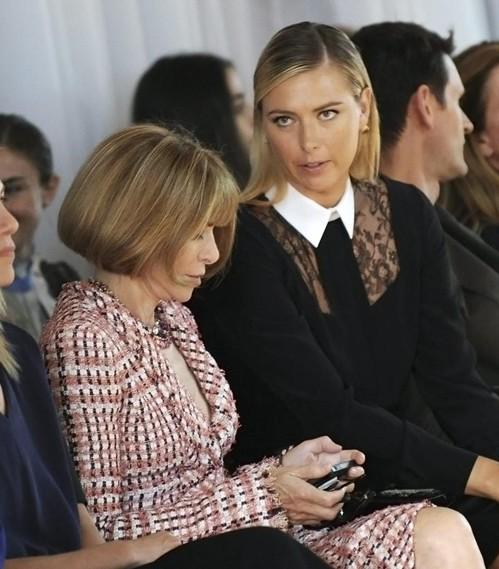 """главный редактор """"Vogue"""" в пастельном костюме"""
