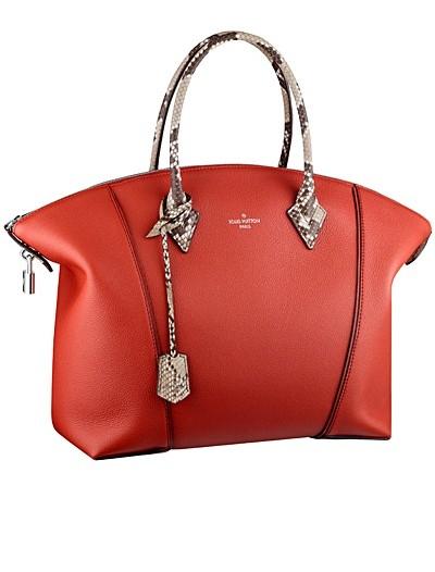 красная сумка  от Louis Vuitton