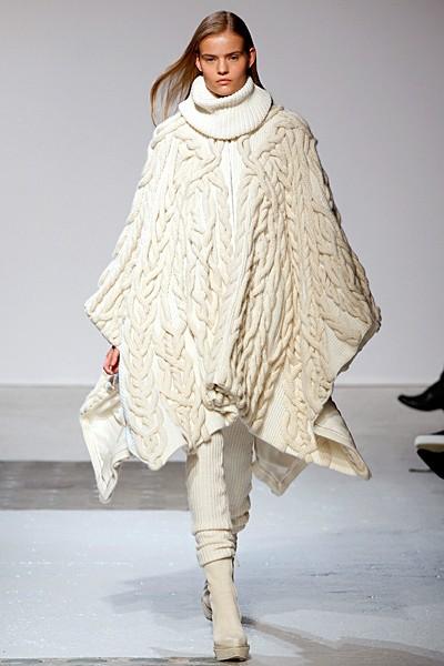 красивое вязаное пальто (фасон пончо)