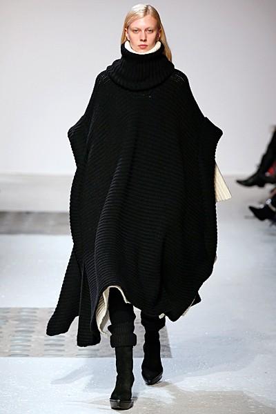 черное длинное вязаное пальто (пончо или женская накидка)