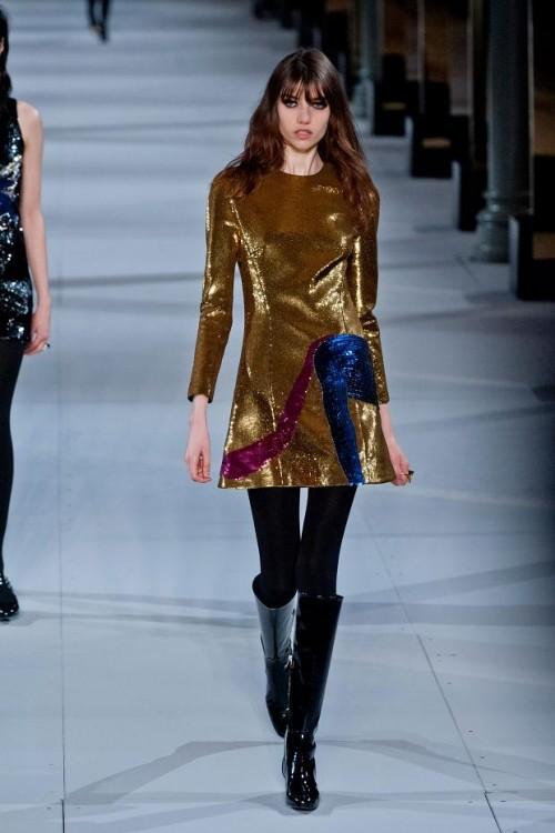 золотистое платье: ретро стиль в одежде