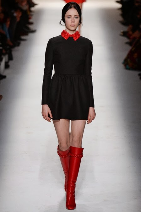 черное платье с красным воротником: стиль 60-х в одежде