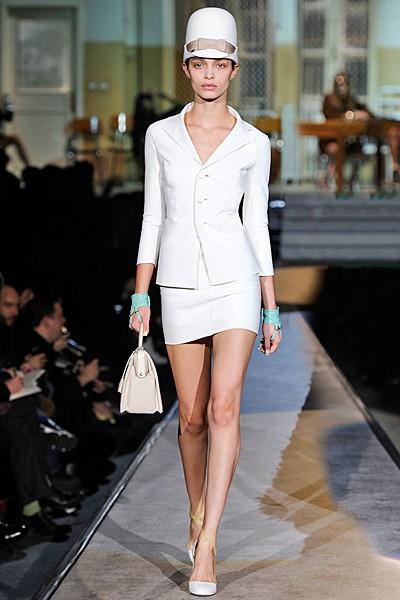 белый костюм: ретро стиль в одежде