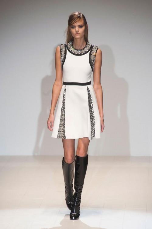 белое платье с черными вставками: стиль 60-х в одежде