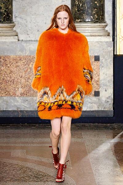 оранжевая модная шуба 2017
