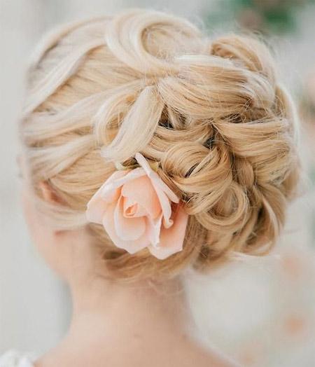 свадебная прическа - пучок с цветами