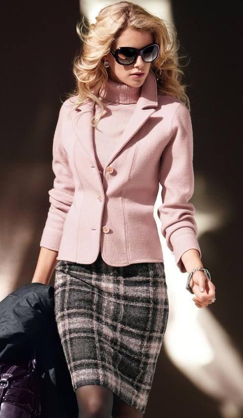 розовый жакет с клетчатой юбкой для офиса