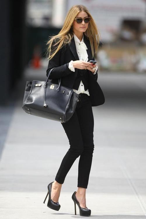 стильный черный брючный костюм для офиса