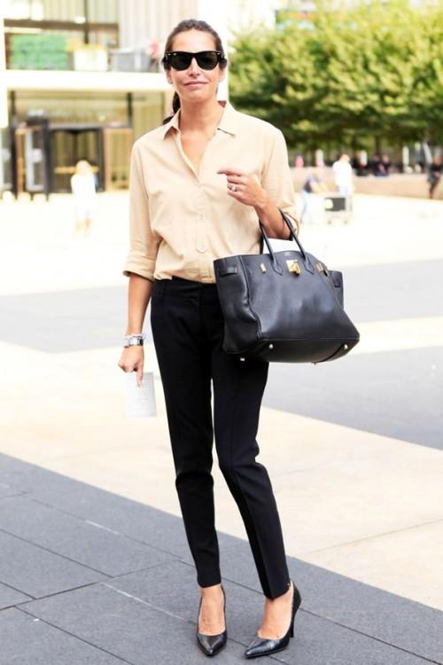 бежевая блуза с черными брюками для офиса