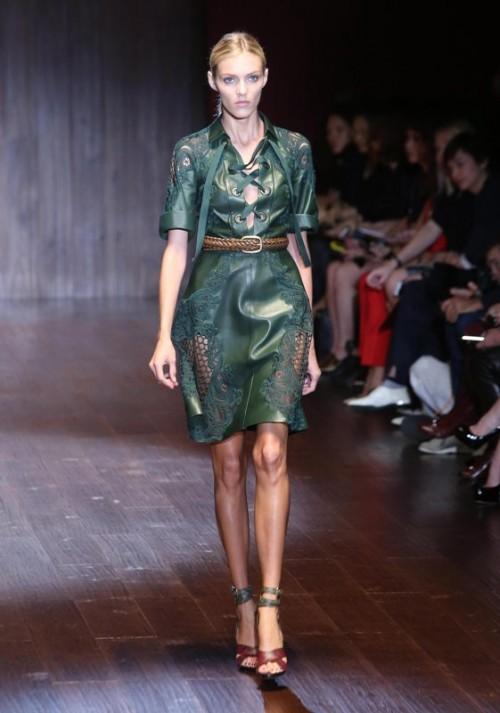 коллекция Gucci 2018 изумрудное платье с ажурными вставками