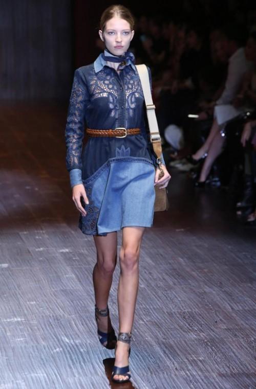 коллекция Gucci 2018 синее платье с ажурными вставками