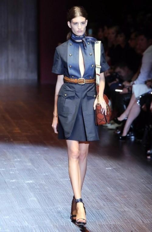 коллекция Gucci 2018 синее джинсовое платье