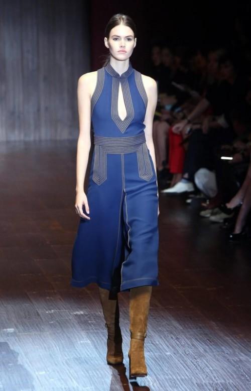 коллекция Gucci 2018 синее платье без рукавов