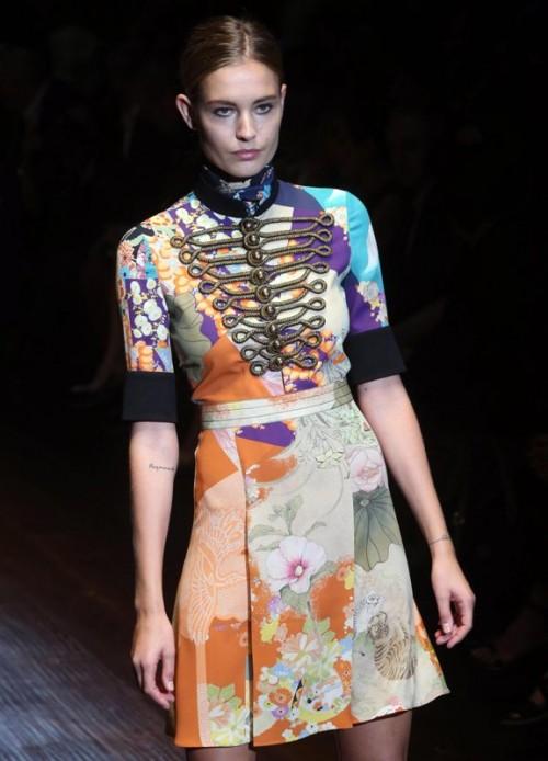 коллекция Gucci 2018  пестрое платье