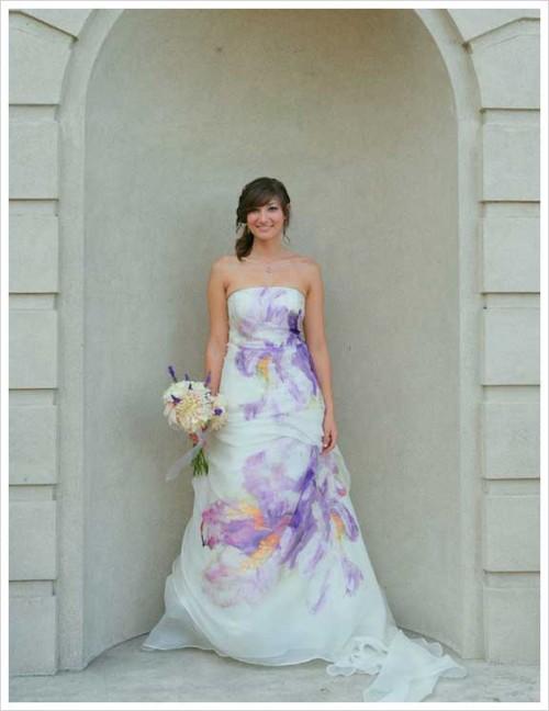 Свадебное платье с большим цветочным принтом