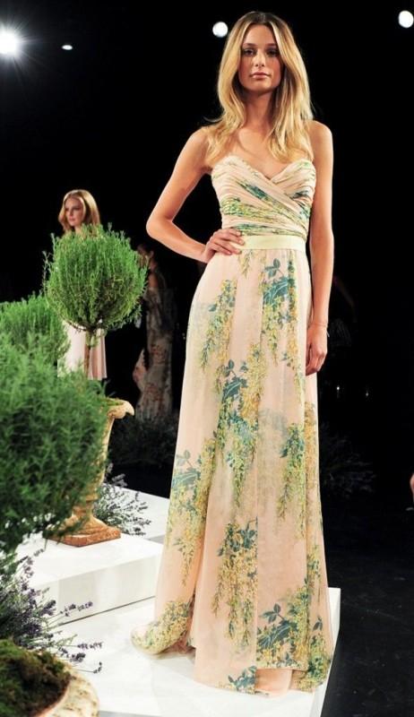 Пастельное свадебное платье с цветами