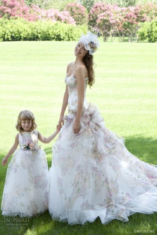 Свадебное платье с нежными цветами