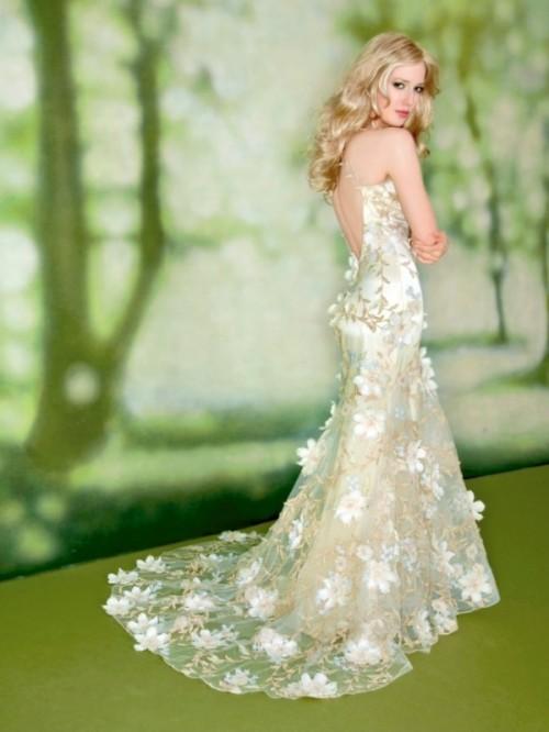 Свадебное платье из ткани в цветы