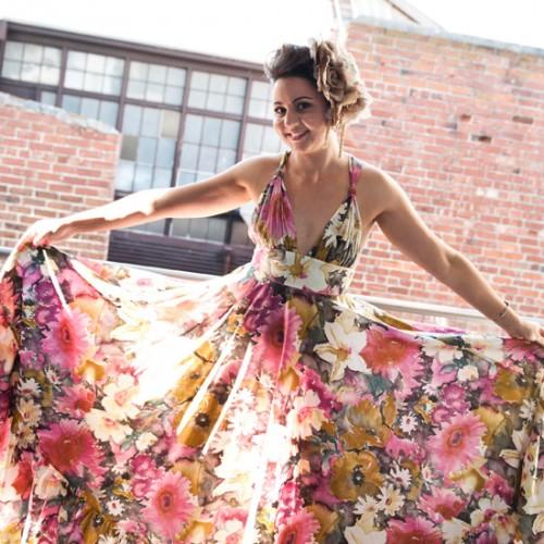 Пестрое свадебное платье в цветочный принт