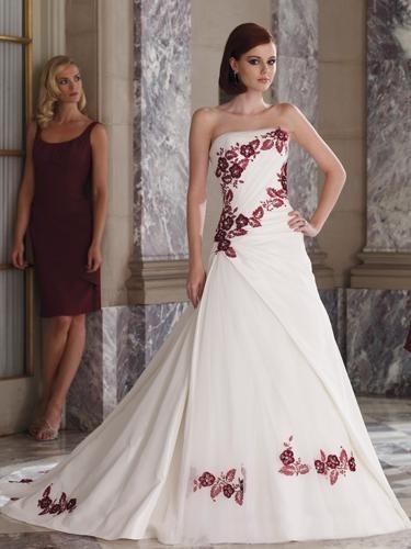 Свадебное платье с элегантным цветочным узором