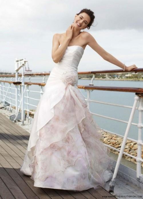 Свадебное платье с цветочными рюшами