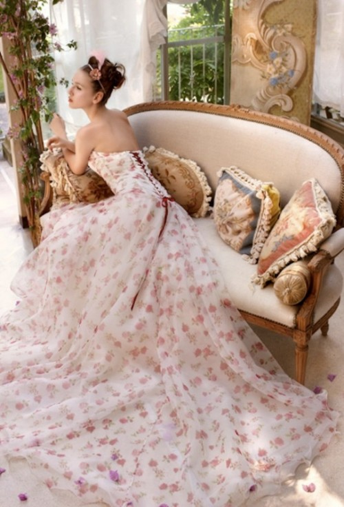 Свадебное платье в цветочек