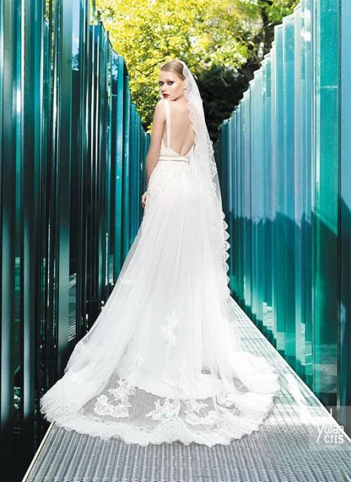 винтажное свадебное платье с длинной фатой