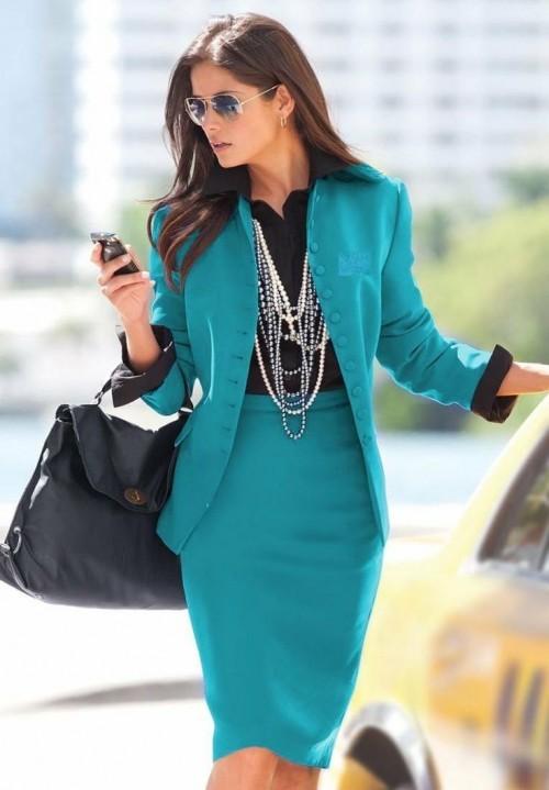 голубой офисный костюм