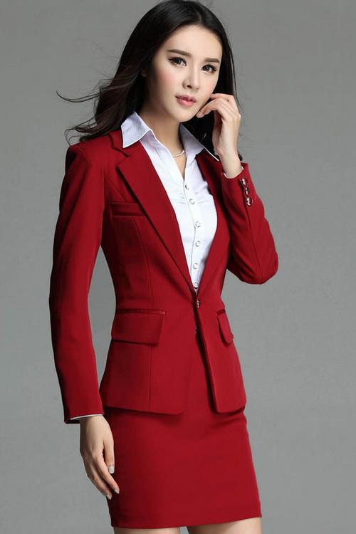 Фасоны женских модных костюмов