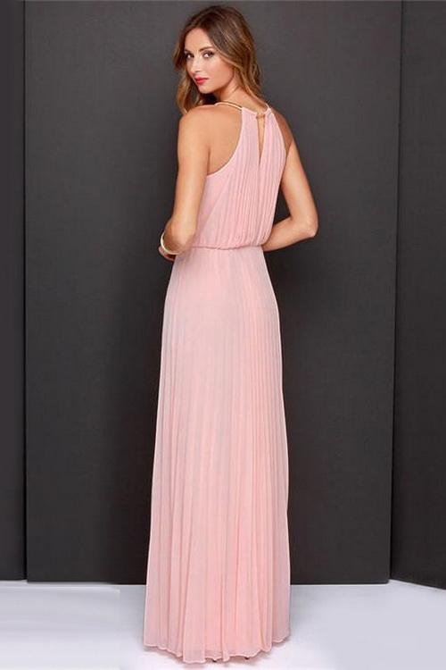 fe55ce60a49 К числу модных моделей предстоящего сезона принадлежат фасоны летних платьев  из шифона с плиссировкой
