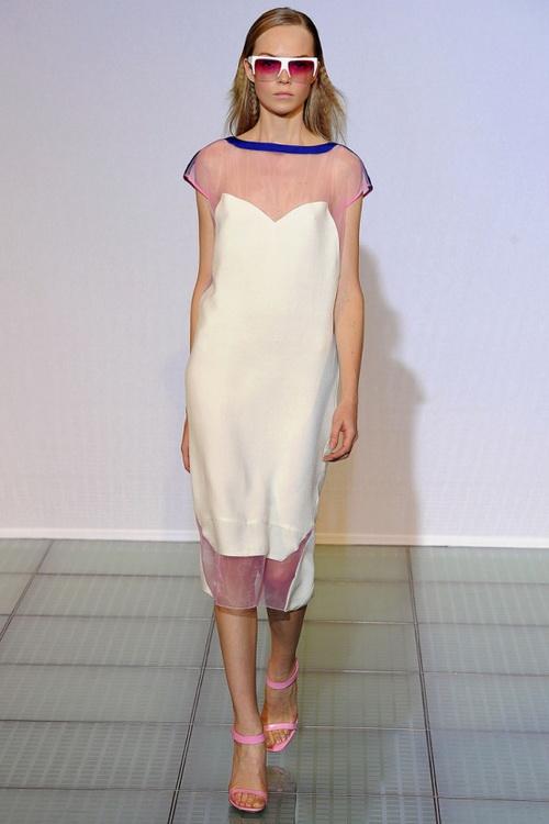 1e830cf8b87 Выше на фото летние платья из шифона придают женскому образу элегантности и  женственности. Пожалуй